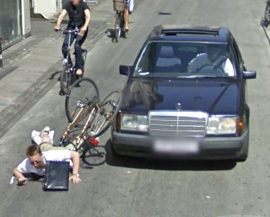 Uheldig cyklist i Google Street View